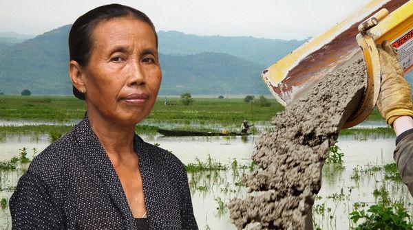 La sra. Paini se opone a la industria del cemento en las montañas de Kendeng en Java, Indonesia